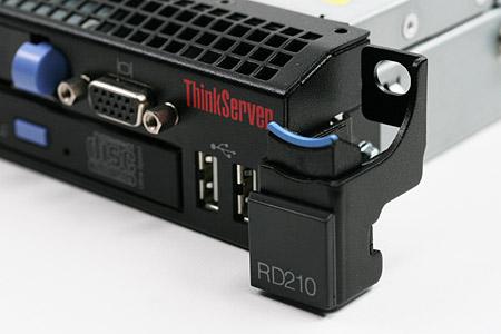 Server RD210 – první pohled