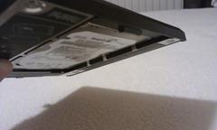Jak zajistit (tenký) disk v UltraBay adaptéru?