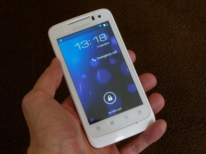 IdeaPhone P700i: čtyři palce pro dvě SIM