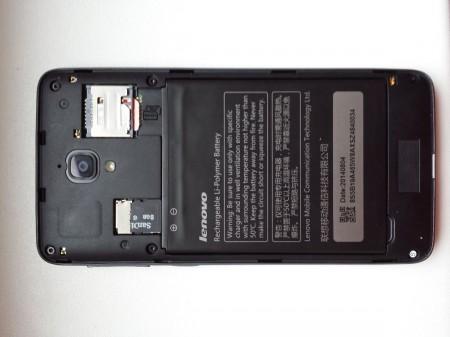 Pohled na telefon bez hliníkových zad