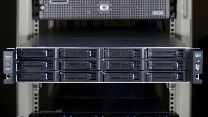 NAS Lenovo: 12diskové rackové PX12 s Core a Xeonem (představení)