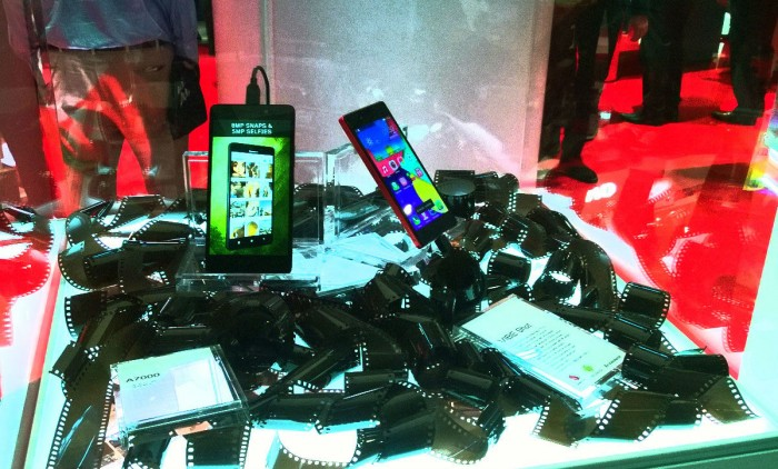 MWC 2015: Mobilní telefony Lenovo a Motorola