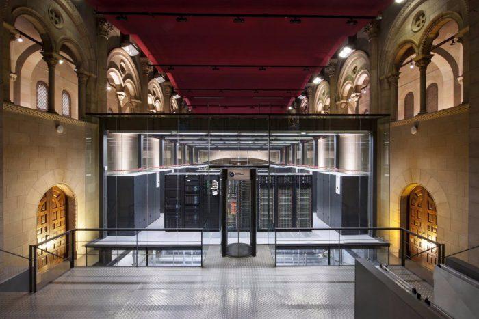 Superpočítač, který zvládne 13677 bilionů operací za sekundu