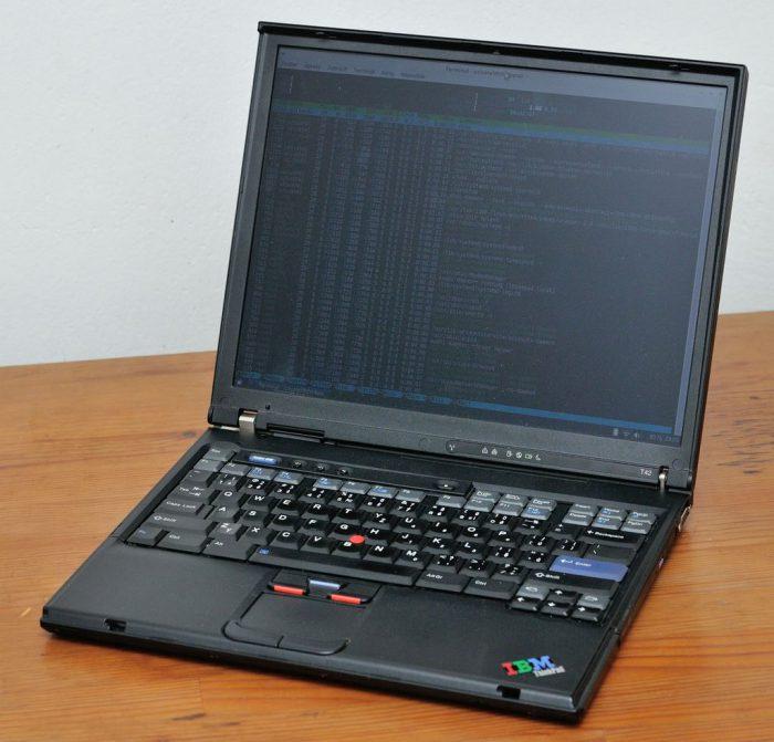 Skládáme 14″ IBM ThinkPad T4x – nástrahy, úskalí, tipy & triky