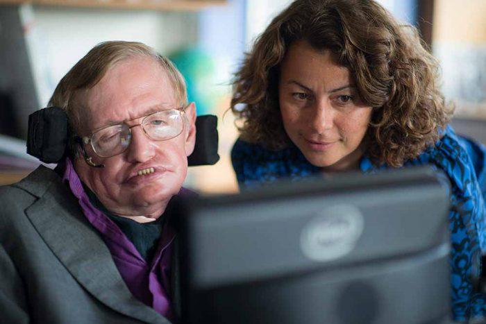Jak Intel a ThinkPad vrátily hlas profesoru Stephenu Hawkingovi
