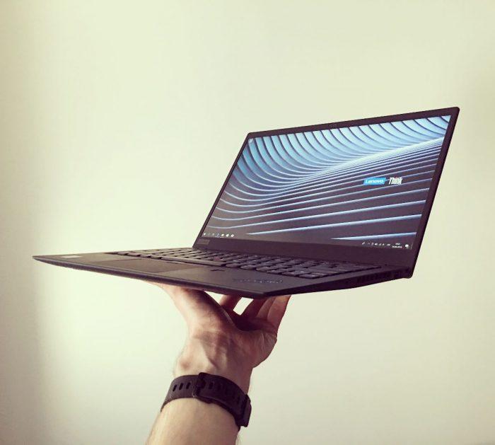ThinkPad X1 Carbon (2018): černé pírko s dockem (recenze)