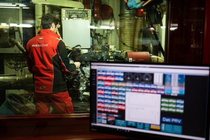 Rychlejší počítač – rychlejší motocykl: Lenovo s Ducati na závodišti