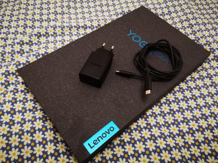 YogaC930 krabice se zdrojem